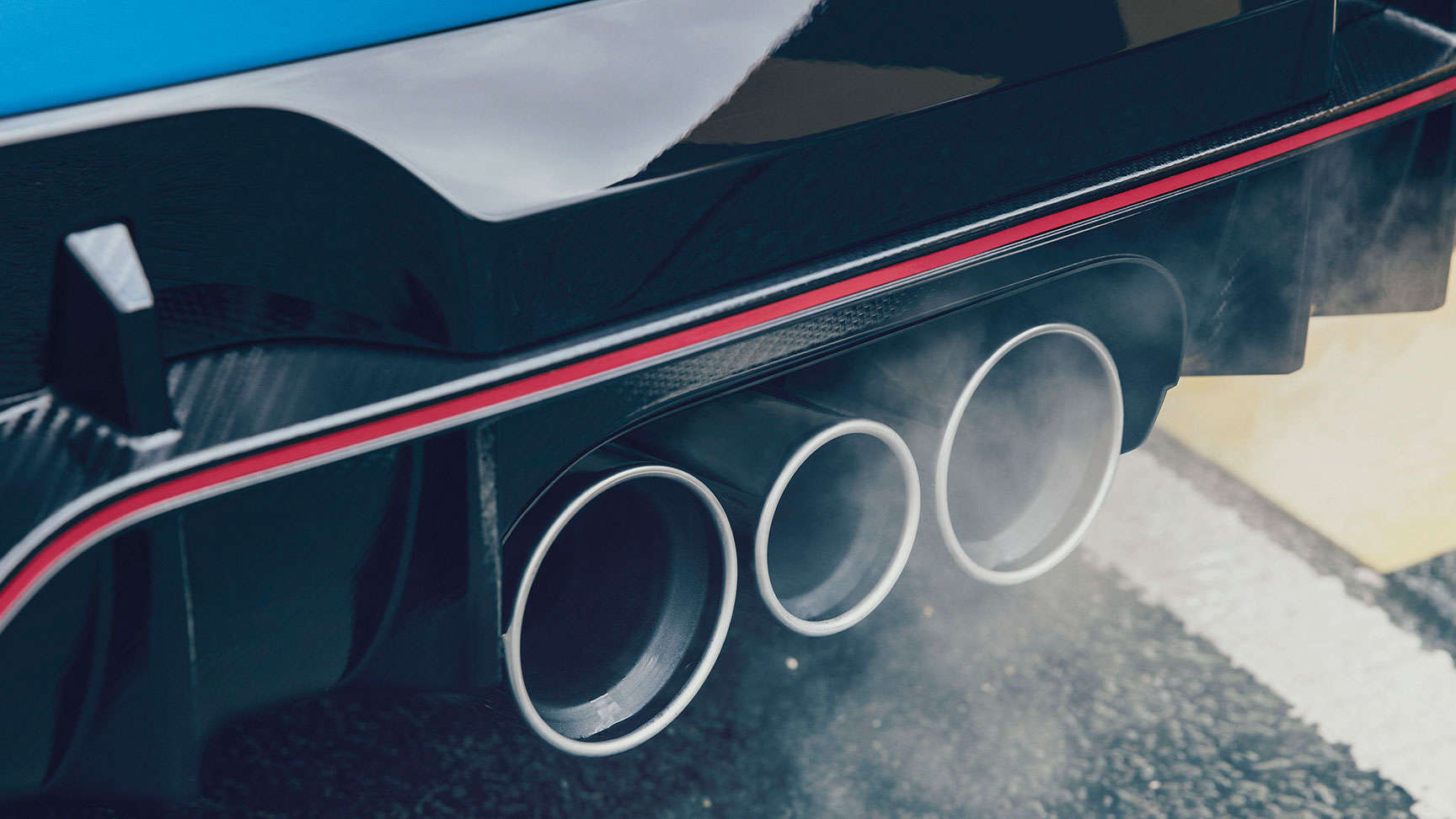 Close up of Civic Type R exhaust pipe